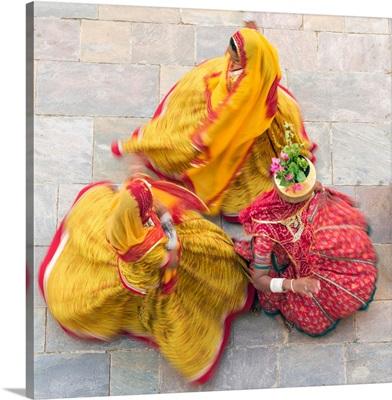 India, Rajasthan, Jaipur, Samode Palace, women wearing colorful Saris dancing