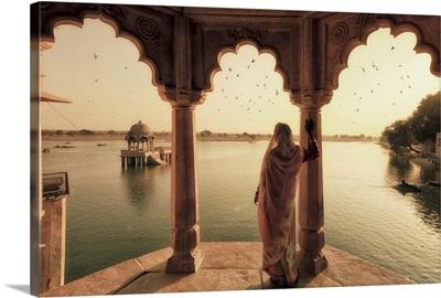 India, Rajasthan, Jaisalmer, Gadi Sagar Lake, Indian Woman leaning against column