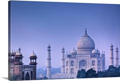 India, Uttar Pradesh, Agra, Taj Mahal, on a full moon night