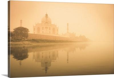 India, Uttar Pradesh, Agra, Taj Mahal, Yamuna River and morning mist
