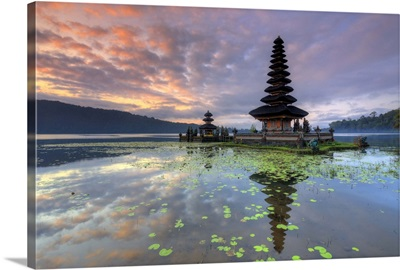 Indonesia, Bali, Bedugul, Pura Ulun Danau Bratan Temple on Lake Bratan