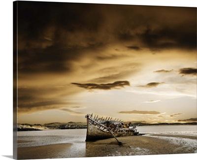 Ireland, County Donegal, Bunbeg, wrecked boat on coastline