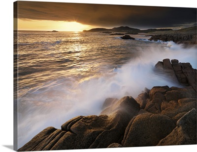 Ireland, County Donegal, Cruit island at sunset