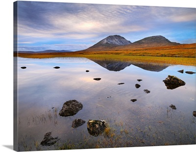 Ireland, County Donegal, Mount Errigal reflected in lake