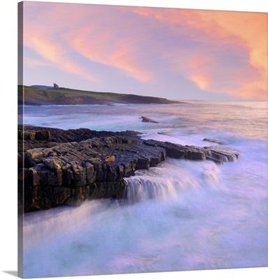Ireland, County Sligo, Mullaghmore, coastline at dusk