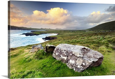 Ireland, sunset over Ballyferriter Bay, Sybil Point and the peaks of the Three Sisters