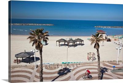 Israel, Tel Aviv beach walkway