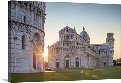 Italy, Tuscany, Pisa, Piazza dei Miracoli, Baptistery, Cathedral and Leaning Tower
