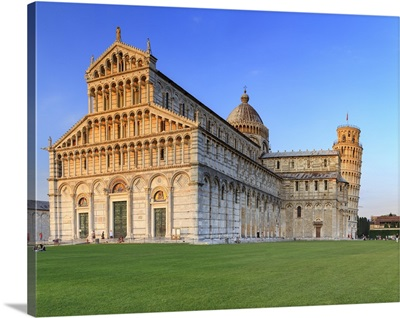 Italy, Tuscany, Pisa, Piazza dei Miracoli, Cathedral and Leaning Tower