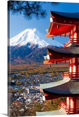 Japan, Fuji-Hakone-Izu National Park, Mount Fuji capped in snow