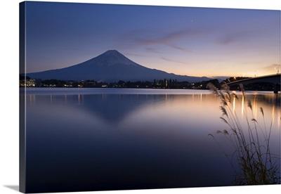 Japan, Honshu Island, Kawaguchi Ko Lake, Mt. Fuji