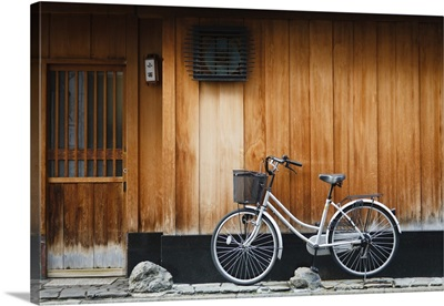 Japan, Kyoto, Gion, A bicycle rests against the wall of a traditional building