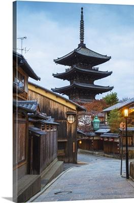 Japan, Kyoto, Higashiyama District, Gion, Yasaka Pagoda in Hokanji temple