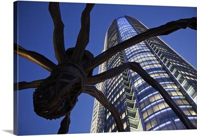 Japan, Tokyo, Roppongi, Mori Tower and Maman Spider Sculpture