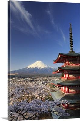 Japan, Yamanashi Prefecture, Fuji-Yoshida, Chureito Pagoda and Mt Fuji