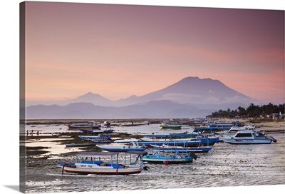 Jungutbatu beach at sunset with Mount Agung, Nusa Lembongan, Bali, Indonesia