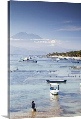 Jungutbatu beach with Mount Agung in background, Nusa Lembongan, Bali, Indonesia