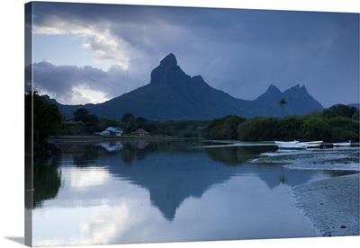 Mauritius, Western Mauritius, Tamarin, Montagne du Rempart mountain, dawn