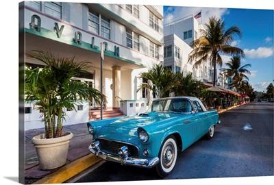 Miami Beach, South Beach, Ocean Drive, Avalon Hotel and 1957 Thunderbird car