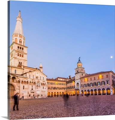Modena, Emilia Romagna, Italy, Piazza Grande and Duomo Cathedral at sunset