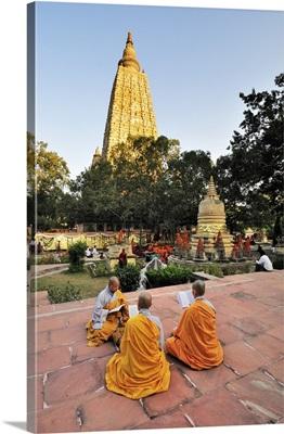 Monks praying at the buddhist Mahabodhi Temple in Bodhgaya, India
