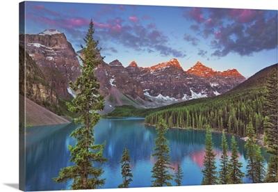Moraine Lake Und Valley Of The Ten Peaks, Canada, Alberta, Banff National Park
