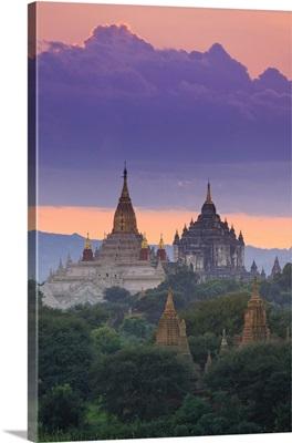 Myanmar, Temples of Bagan, Ananda temple and Thatbynnyu Pagoda
