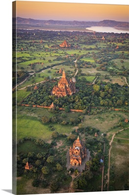 Myanmar, Temples of Bagan elevated view from Baloon