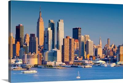 New York, Manhattan, Midtown skyline across the Hudson River