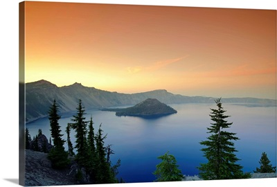 Oregon, Crater Lake National Park, Crater Lake and Wizard Island