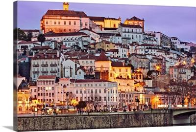 Portugal, Baixo Mondego, Coimbra, twilight view of the medieval city center