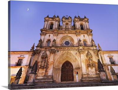 Portugal, Estremadura, Alcobaca, Facade of Santa Maria de Alcobaca Monastery at dusk