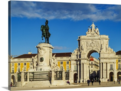 Portugal, Lisbon, Commerce Square, the Statue of King Jose I and the Rua Augusta Arch