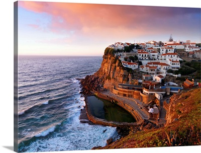 Portugal, Sintra, Azehas do Mar, Overview of town at dusk