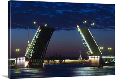 Russia, St. Petersburg, Center, Dvortsovy Bridge on the Neva River