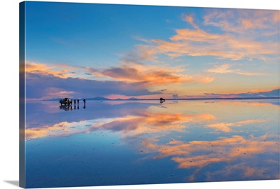 South America, Andes, Altiplano, Bolivia, Salar de Uyuni at sunset