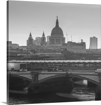 St. Pauls Cathedral, Blackfriars Bridge, London, England, UK