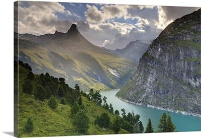 Switzerland, Graubunden, Vals, Zervreilasee Reservoir and Zervreilahorn Peak