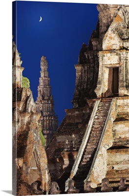 Thailand, Ayutthaya, Wat Chai Watthanaram at dusk