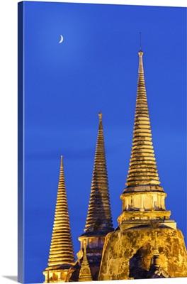 Thailand, Ayutthaya, Wat Phra Si Sanphet at dusk