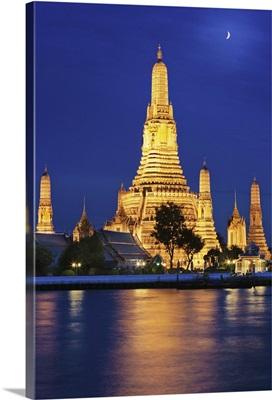 Thailand, Bangkok, Wat Arun Temple at night