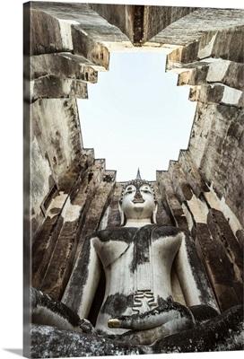 Thailand, Sukhothai Historical Park. Wat Si Chum temple with giant Buddha statue