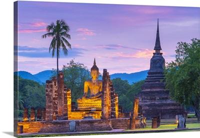 Thailand, SUKhothai Province, SUKhothai, Wat Mahathat Illuminated At Dusk