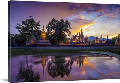 Thailand, SUKhothai Province, SUKhothai, Wat Mahathat Reflected In Lake At Dusk