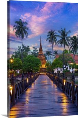 Thailand, SUKhothai, Wat Traphang Thong, View Over Boardwalk To Wat At Dusk