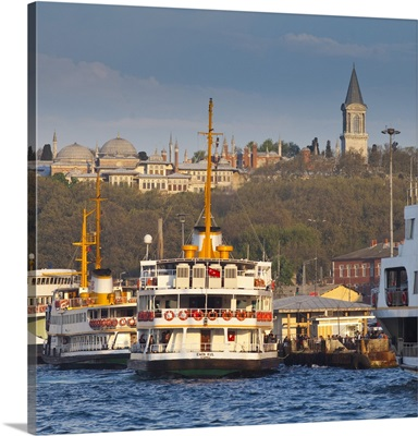 Topkapi Palace and ferries on the waterfront of the Golden Horn, Istanbul, Turkey