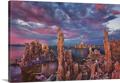 Tufa Formations At Mono Lake, USA, California, South Tufa State Reserve, Sierra Nevada