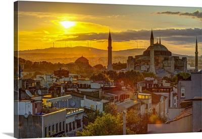 Turkey, Istanbul, Sultanahmet, Sunrise over Hagia Sophia