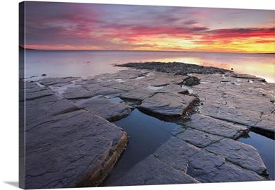 UK, Dorset, Sunset at Kimmeridge Bay