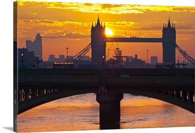 UK, England, London, Southwark Bridge and Tower Bridge at sunrise